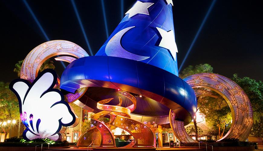 No hay que confundirse por su nombre. Si bien alude a Hollywood, se ubica en Orlando. Además, desde el año 2008 cambió su nombre, ya que antes era conocido como Disney MGM Studios. El concepto de este lugar que cuenta con una extensión de casi 550.000 metros cuadrados es el cine, la TV y el entretenimiento. Su apertura se produjo el año 1989.