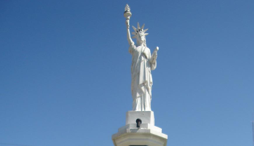 Versión miniatura de la Estatua de la Libertad