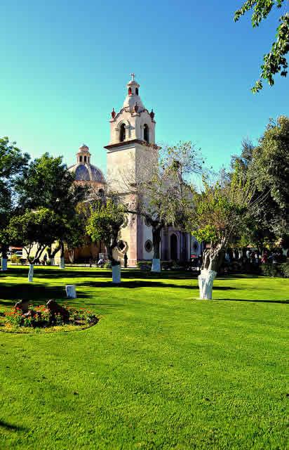 El Colegio Coronel Juan Fenochio construido en 1906 se convirtió en la Escuela de Varones