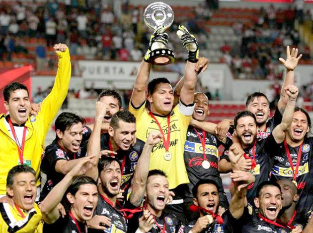 Oribe Peralta volvió a ser fundamental en el partido