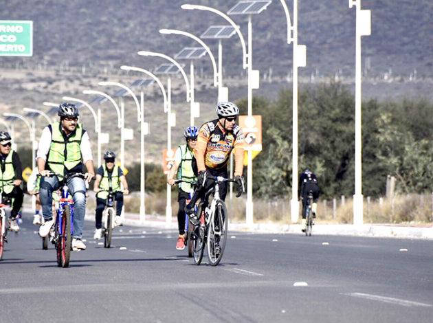 """""""Rodando por tu Familia"""" se llevará a cabo todos los domingos de diciembre, a partir de las 08:00 horas, en el Paseo Bicentenario del Ejército Mexicano a la altura de la entrada de la Comunidad de Ticomán, con un recorrido aproximado de 5 kilómetros"""