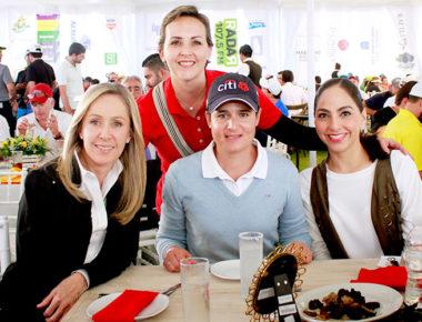 Lore Regalado de Calzada y Tere García de Aguilar acompañaron a Adriana Castro de Alverde, quien un año más tuvo como invitada a Lorena Ochoa, experta en Golf