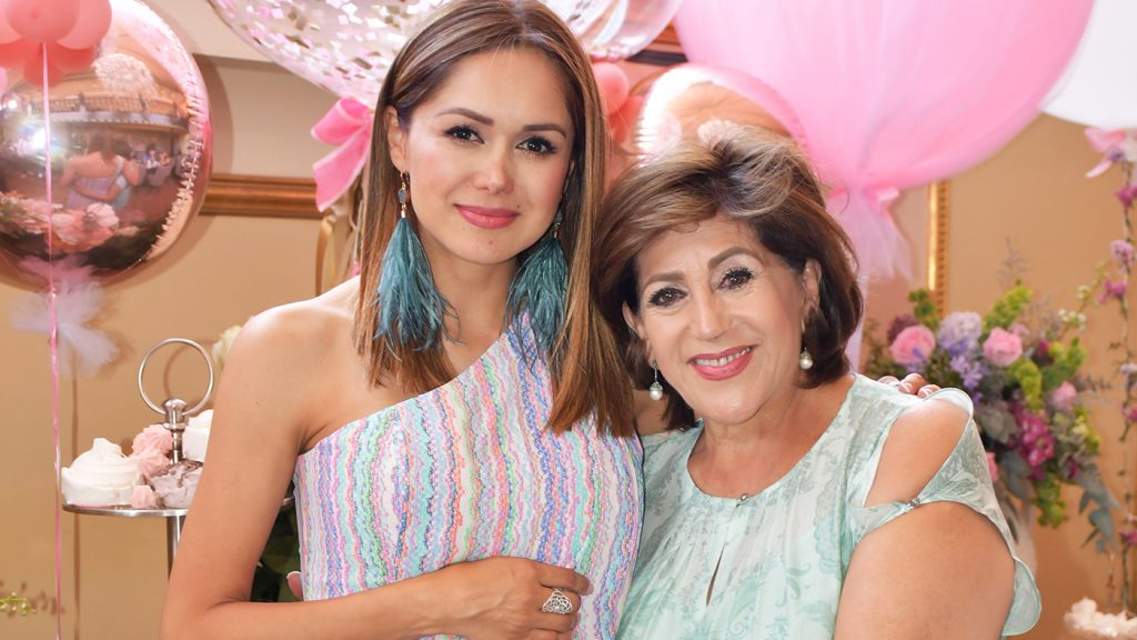 <h1>Zully celebra baby shower de María Rebeca</h1>