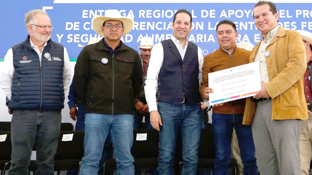 <h1>Francisco Domínguez Beneficia a Productores Agrícolas</h1>
