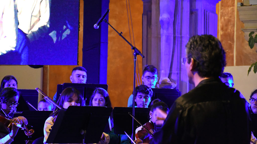 <h1>Orquesta Esperanza Azteca lleva a cabo su primera cena gala musical</h1>