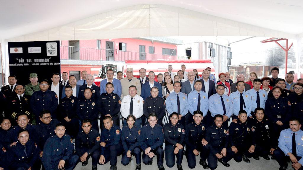 <h1>Reciben Unidad Cisterna el H. Cuerpo de Bomberos de San Juan del Río</h1>