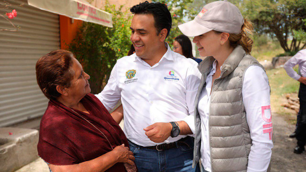 <h1>Entrega Luis Nava apoyos en La Monja, Santa Rosa Jáuregui</h1>