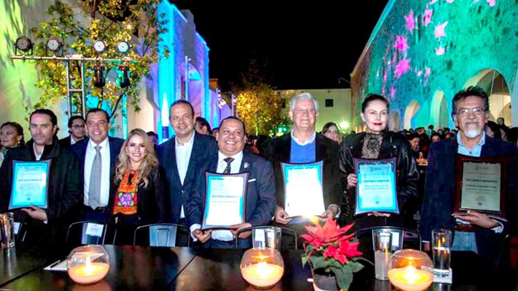 <h1>Reciben Premio Estatal de Cultura Querétaro 2019 por su gran Trayectoria</h1>