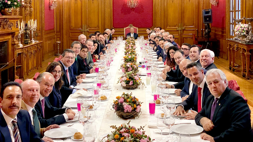 <h1>AMLO y Gabinete de Seguridad se reúnen con gobernadores</h1>