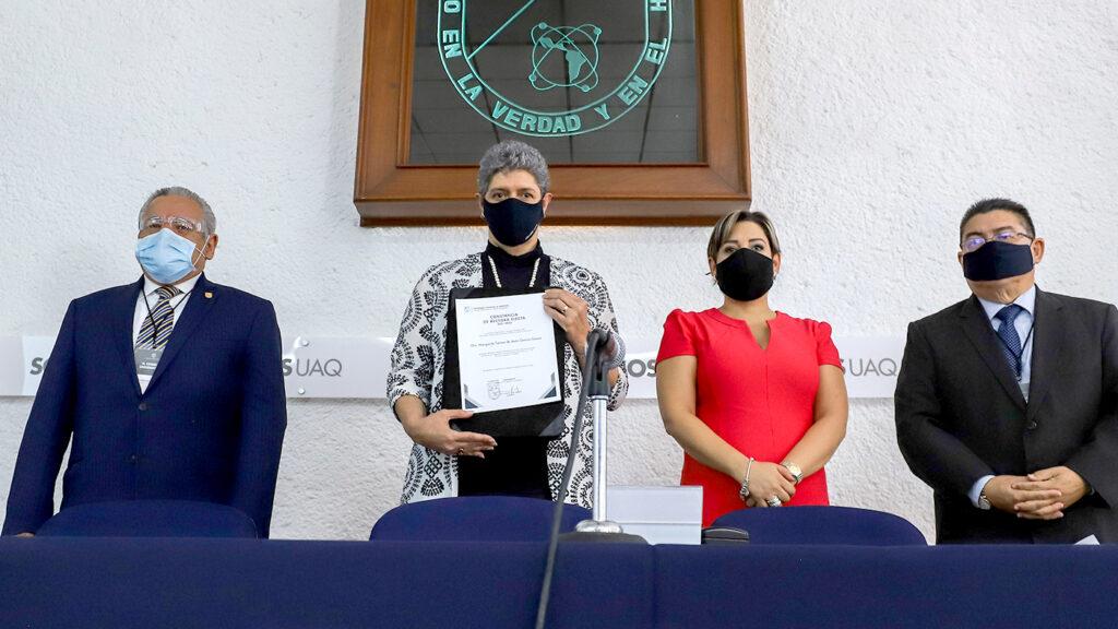 <h1>Reeligen a Teresa García como rectora en la UAQ</h1>